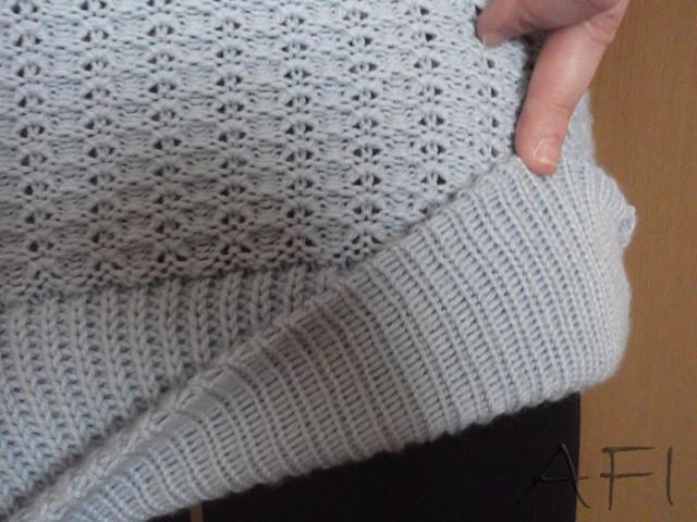 Knitted dress - Hem detail