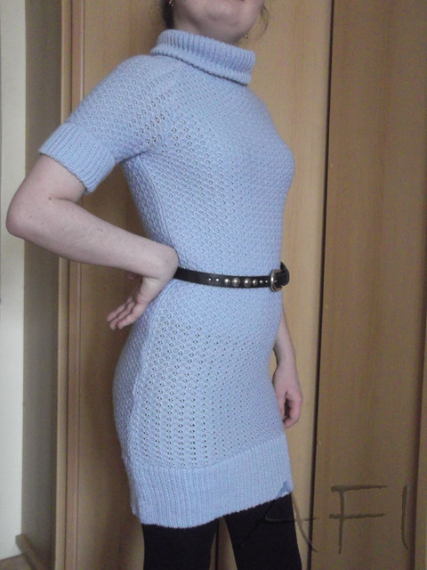 Machine knitted dress - Side view