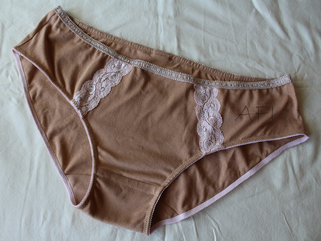 Nude panties with lace detail