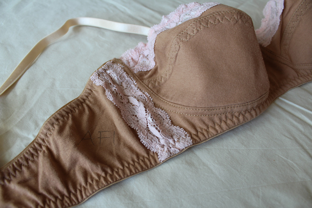 Nude bra - Side seam with lace