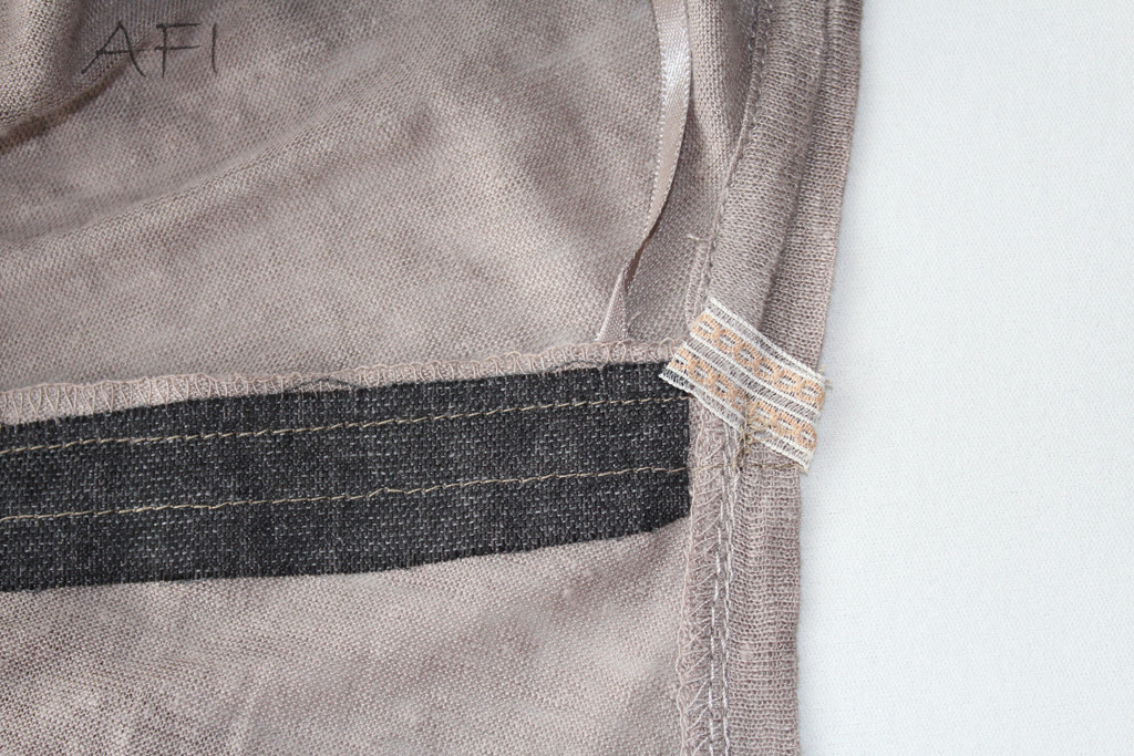 shoulder seam with ribbon